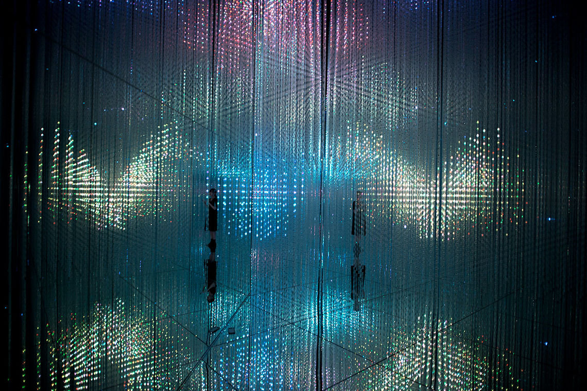teamLab and Hideaki Takahashi, Flutter of Butterflies Beyond Borders in the Crystal World, 2018